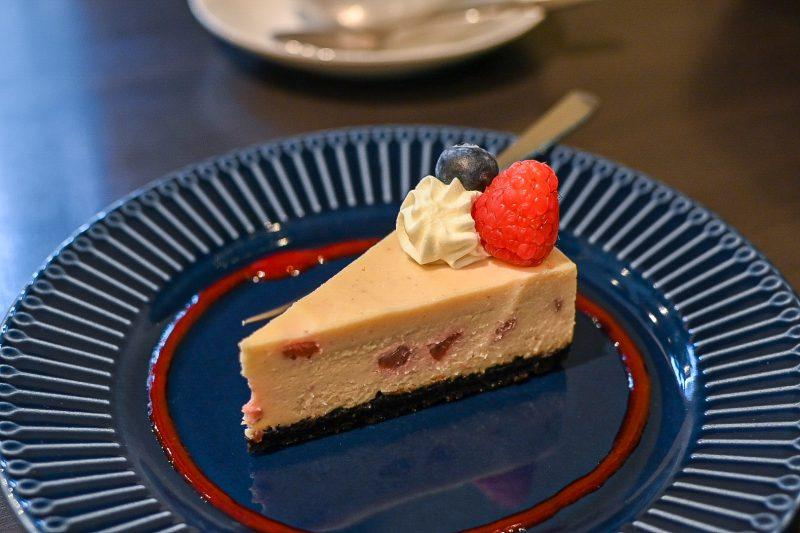 カフェド武のホワイトチョコストロベリーチーズケーキ